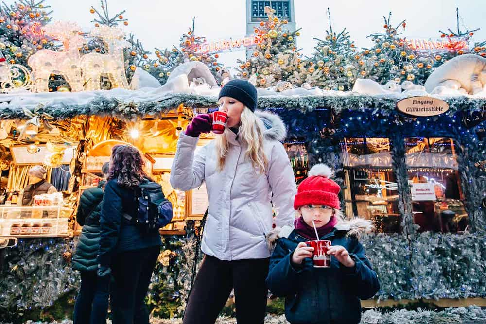 Families-often-go-to-the-Christmas-markets-on-the-holiday-as-familiar-Christmas-traditions