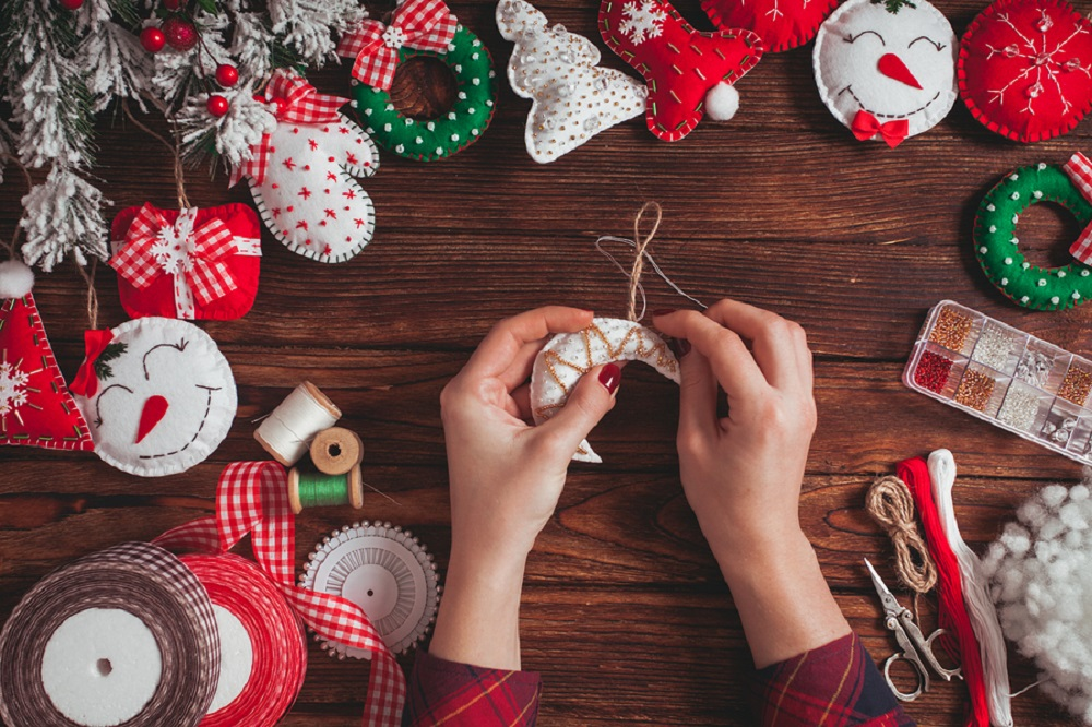 Making-your-own-Christmas-gifts-is-not-only-meaningful-but-also-helps-you-to-save-money-for-Christmas-celebrations-1