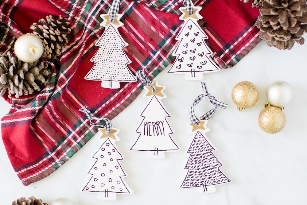 Making DIY Christmas ornaments will help you to have great moments