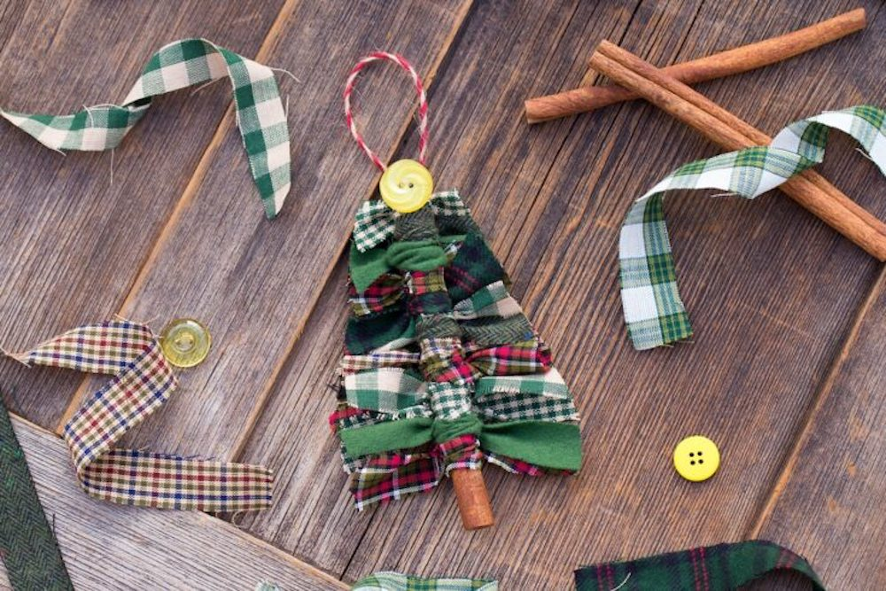 DIY Christmas Ornaments will save you a lot of money