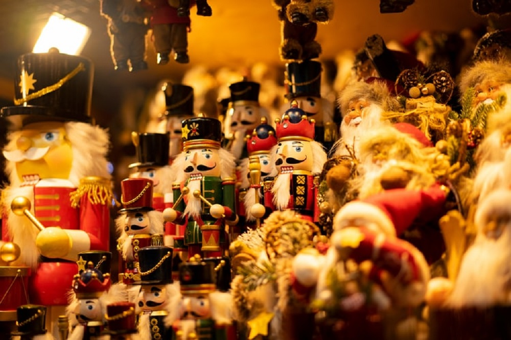 nutcrackers-for-Christmas-room-decorations