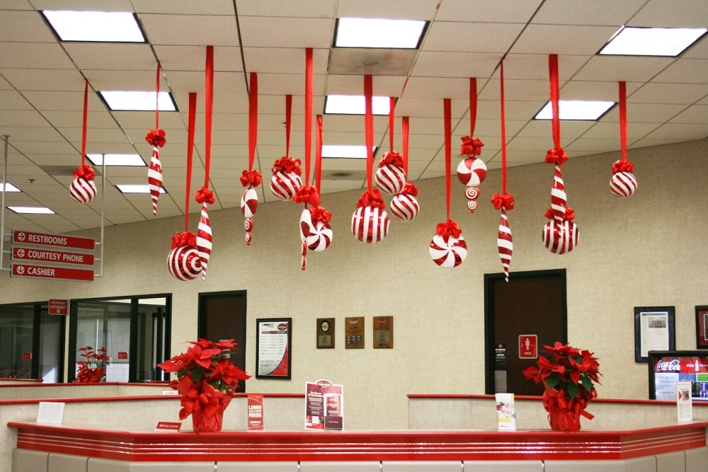 When it comes to Christmas decorations, offices are also focused on