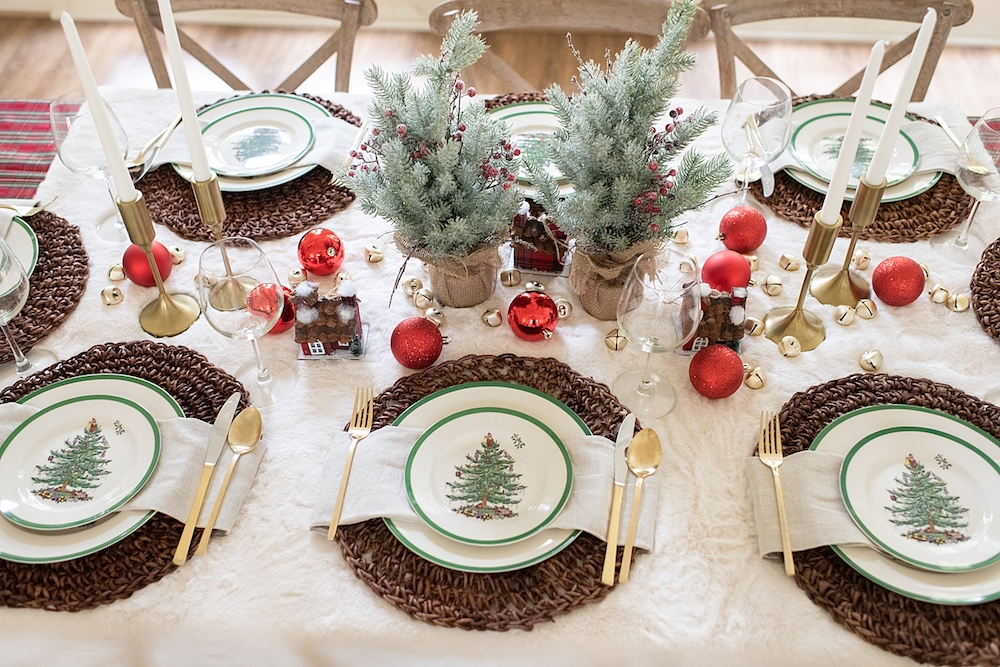 Deck out your table with fantastic Christmas Table Setting ideas