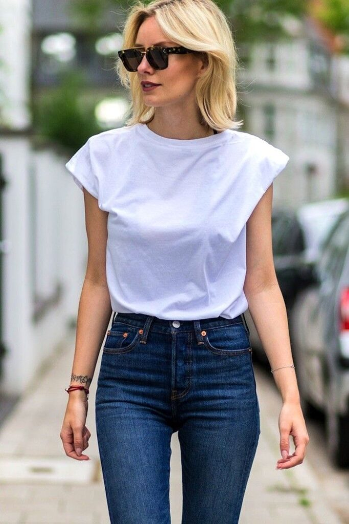 Fashion-tip-Which-T-shirt-Is-Best-For-Blue-Jeans-