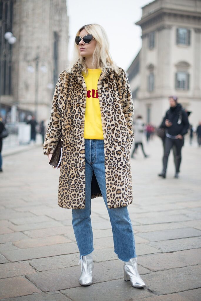 How-to-dress-up-a-t-shirt-with-leopard-coat