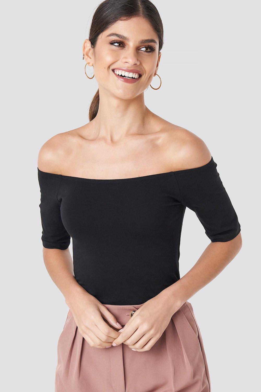 How-to-cut-a-tshirt-cute-Off-shoulder-top