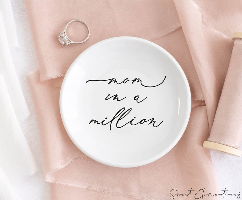 Ceramic-Ring-Dish-great-gift-ideas-for-mom-from-daughter