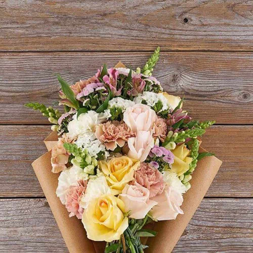Flowers-best-gift-ideas-for-mom-from-daughter