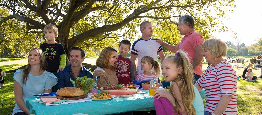 go on a picnic with family on Parents' Day