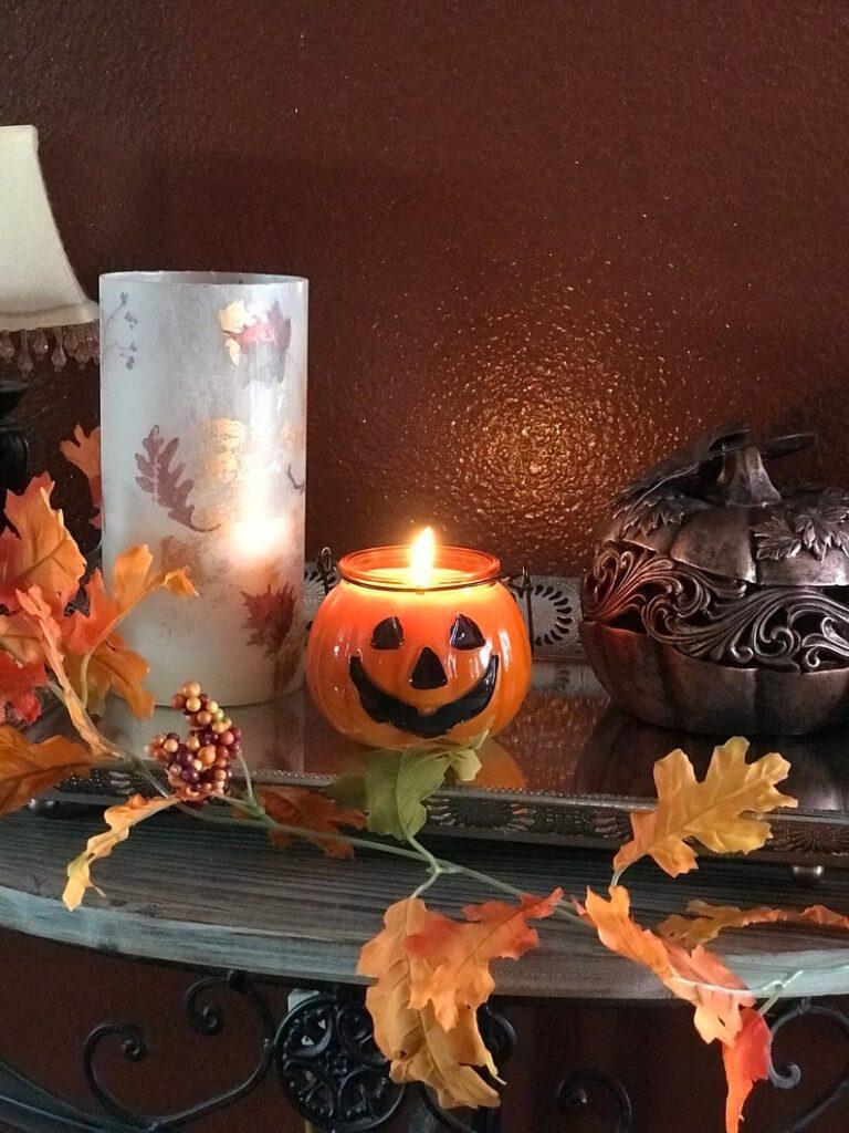 Halloween candle- best Halloween gift ideas for teachers.