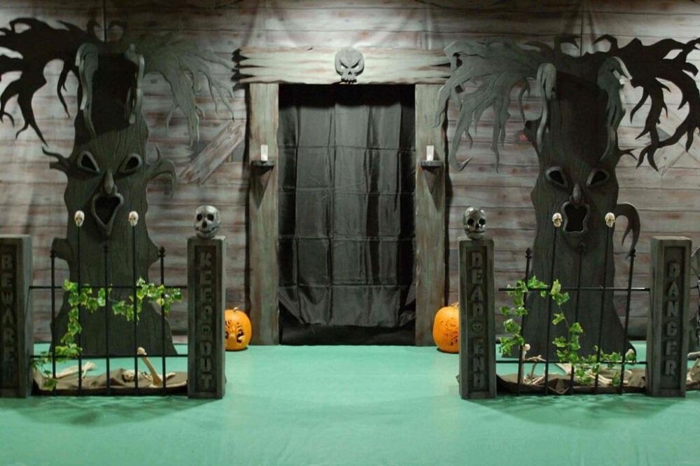 Haunted house decor