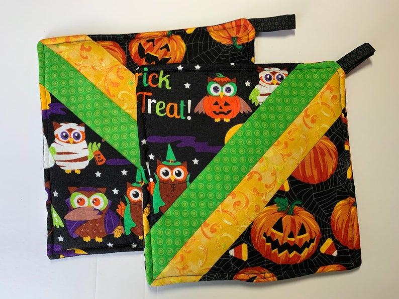 Pieced Halloween Hot Pad- best Halloween gift ideas for teachers.