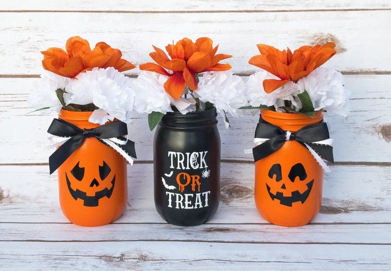 Pumpkin Decor- best Halloween gift ideas for teachers.