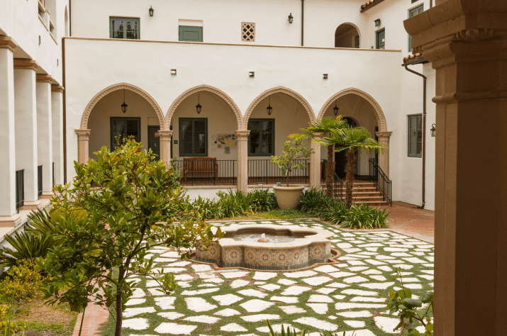 The courtyard in a Scripps residence hall