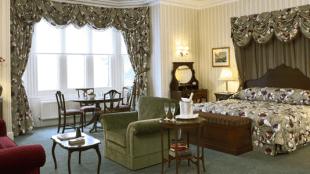 MAIN-IMAGE-Ashdown-Park-room