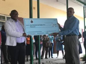Society Vice Presiden, Moshabi Pitsoane, handing over the proceeds to Mr. Malemane.
