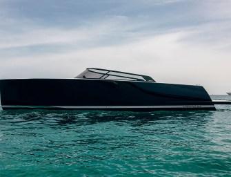Werp een blik op de strak ontworpen VanDutch 40.2 Yacht