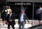 Συμφώνησαν σε όλα η τρόικα και οι υποτακτικοί της!!! — Βρήκαν και τους 12.500! — Συνδικαλιστές γιούχαραν τον Τόμσεν (βίντεο)