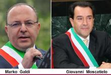 Δύο Ιταλοί Δήμαρχοι δίνουν το μισθό τους στην Ελλάδα. ΟΙ δικοί μας τον παντελονιάζουν