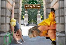 ΑΠΟΚΛΕΙΣΤΙΚΟ: Άνοιξαν ξαφνικά και αιφνιδίως στις 5.45'μ.μ., στη κεντρική πλατεία Κηφισιάς, οι πύλες του Jeffrey School…