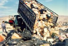 ΕΚΤΑΚΤΟ: Επιχειρούν να κάνουν χωματερή το πρώην αεροδρόμιο του Ελληνικού!!!