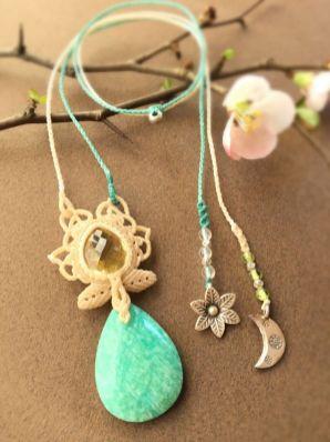春の香りと花と月のダンス(蝋引き紐)