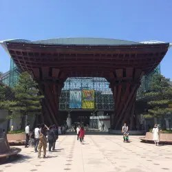 金沢駅木造門正面
