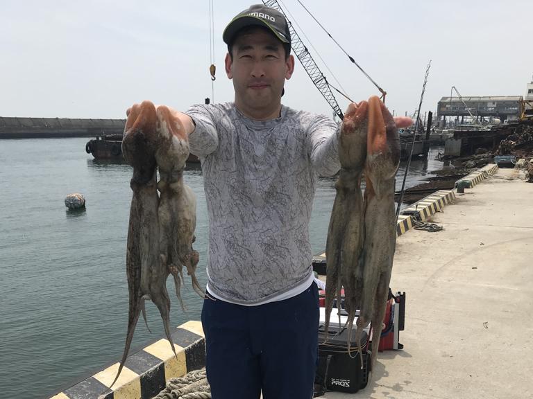 7月13日(金)の釣果(お一人様でマダコ1.9kg・1.3kgなど)