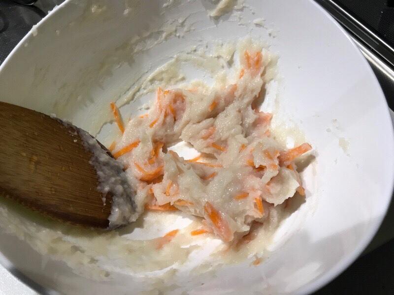 野菜と混ぜ合わせたエソの身