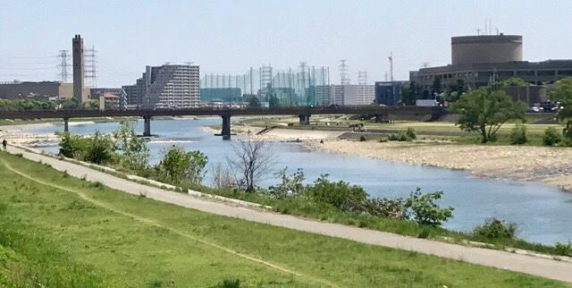 市街地に流れる川