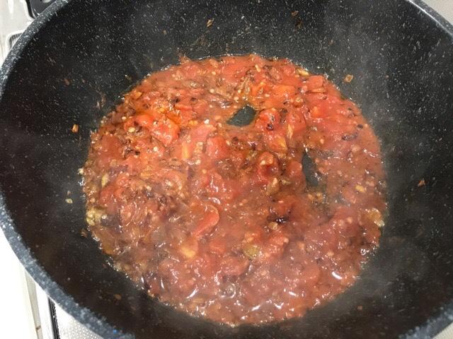 トマトを加えた鍋
