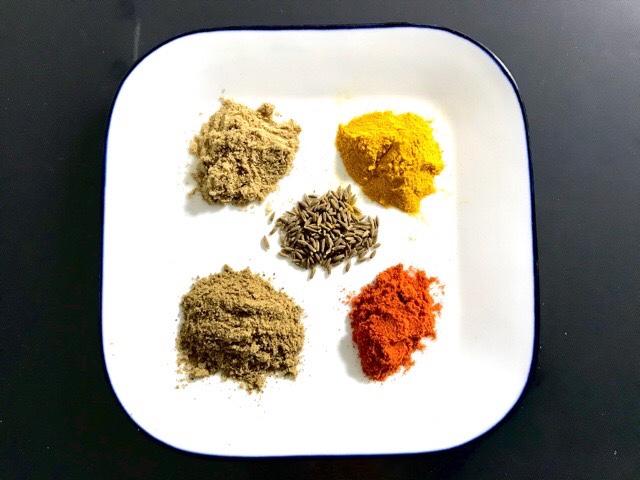 カレー作りに基本のスパイス5種類