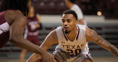<div>Regular Season Ends In Thrilling Fashion As Men's Basketball Defeats Southern</div>