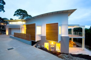 Ryan House - delicate thin edge roof with circular aluminium outriggers