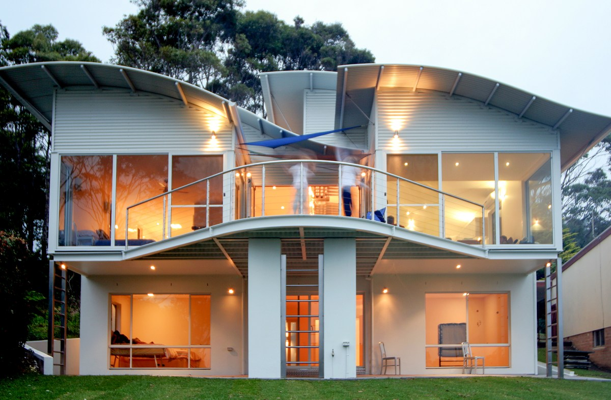 McLachlan House - curved rooms with thin edge detailing - curved deck