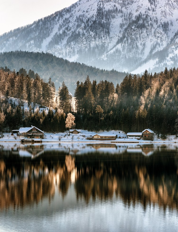 Lake in the Dolomites in Winter © Pedro Kin