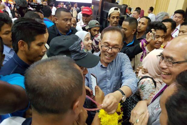 Keputusan Rasmi : Anwar menang PRK Port Dickson, majoriti 23,560 undi.