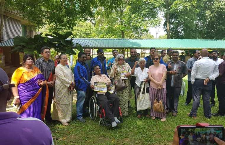 Himpunan serah memo sokong Waytha dihadiri 50 orang, diketuai Siti Kasim.