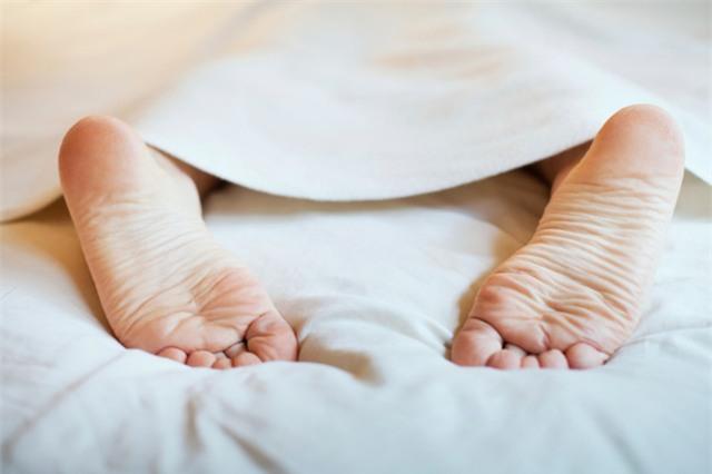 Ngủ kiểu gì cũng được, nhưng tuyệt đối không ngủ ở tư thế này - Ảnh 2.