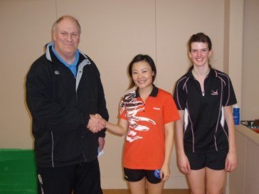 TTW Chairman Bruce Northover with 2010 Women's Open Singles Champion Catherine Zhou(Lin Zhou) and runner up Natalie Patterson