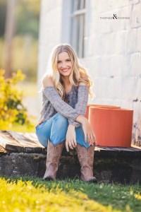 senior photo by barn