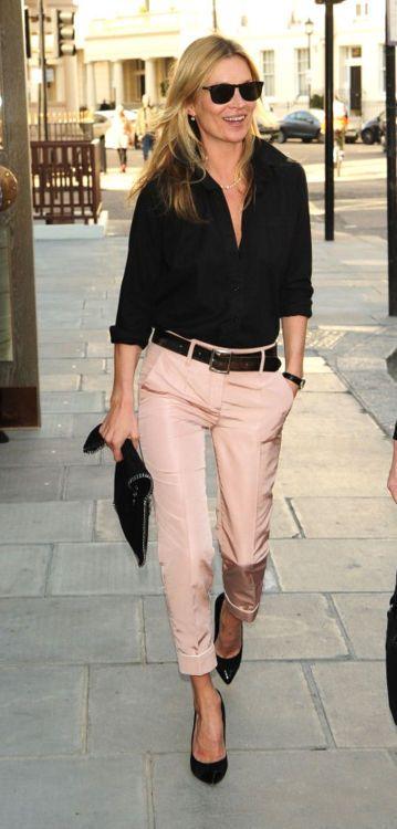 rosa cuarzo con camisa negra