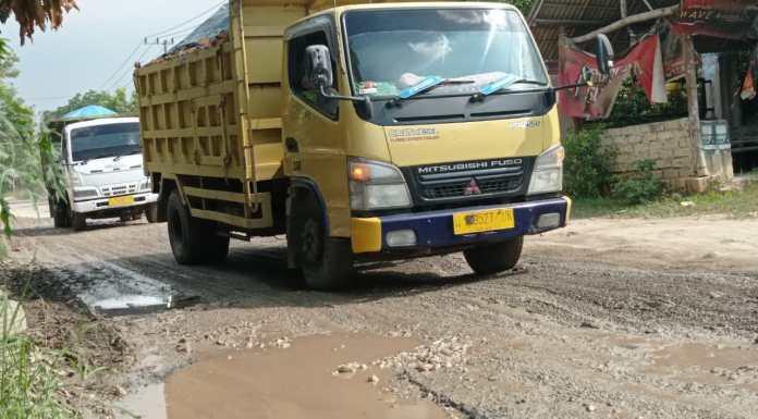 Rusak Parah, Jalan di Kecamatan Tambakboyo ini Tak Kunjung Diperbaiki