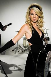 Taylor-Swift-black-dress