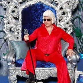 Santa Elvis Is Coming To Town