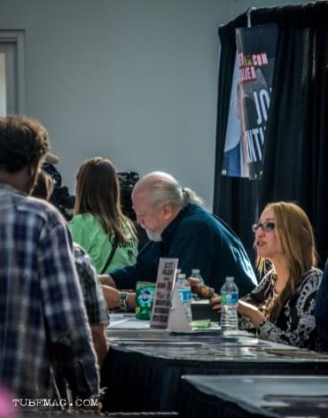Scott Wilson aka Hershel signing autographs