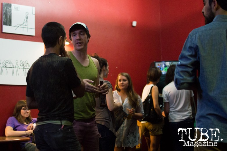 Crowd mingling in between band changes at Cafe Colonial in Sacramento, CA. August 2015. Photo Alejandro Montaño