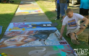 An artist creating chalk art at Chalk It Up in Sacramento, CA, September 4, 2016. Photo Emma Montalbano.