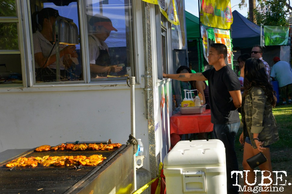 A couple getting food at a food truck at Chalk It Up in Sacramento, CA, September 4, 2016. Photo Emma Montalbano.
