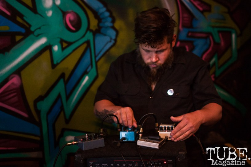 1il performing at Norcal Noisefest XXI at The Colony in Sacramento, CA (10/8/2017). Photo Cam Evans.